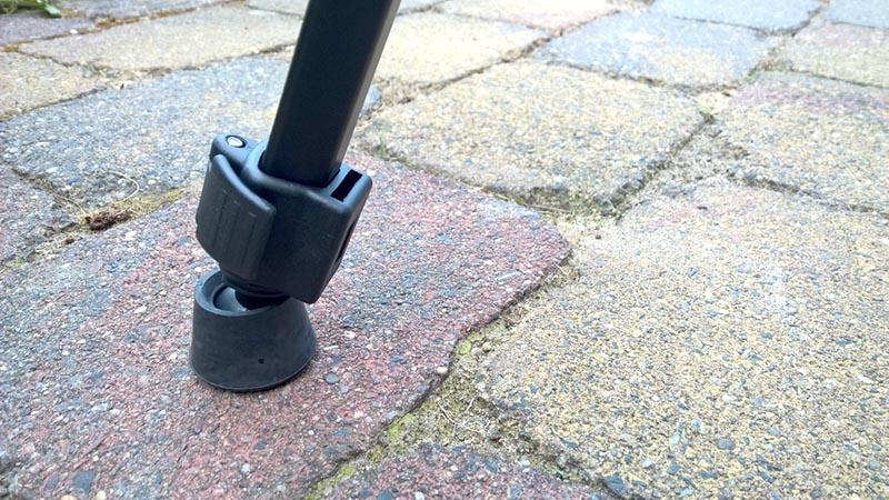De flexibele rubberen voetjes staan stevig op iedere ondergrond.